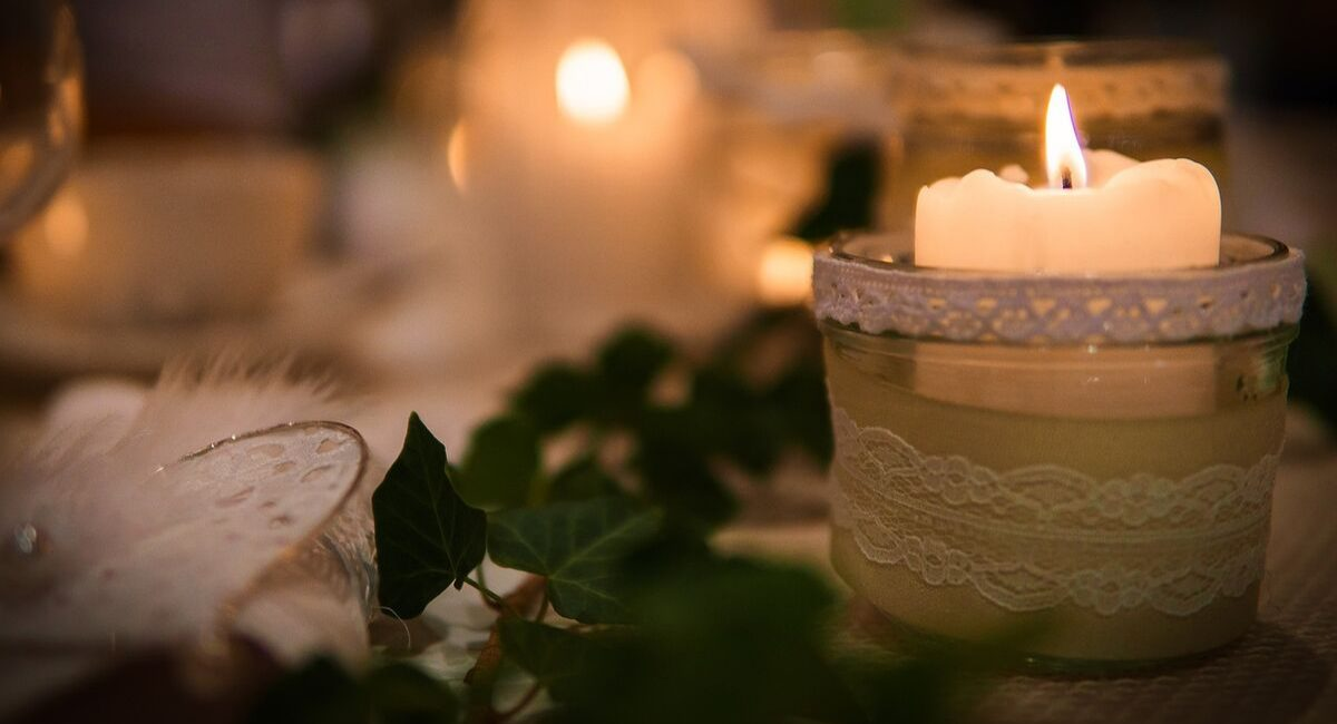 Wedding Loans | wedding table winter decorations